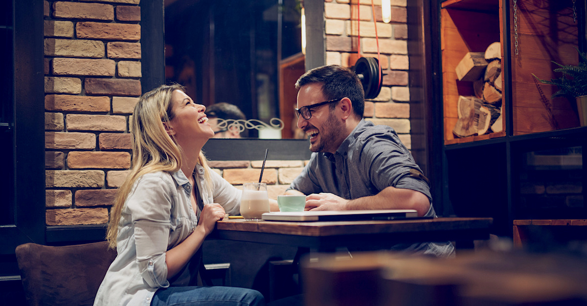 Beautiful couple on a romantic date in cafe – Image